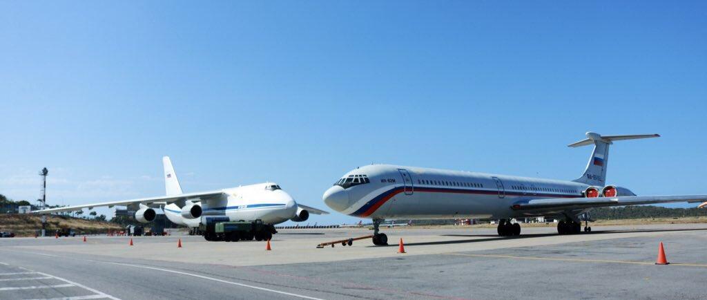 Bombaderos rusos Tu-160 aterrizaron en Venezuela (+FOTOS) DuE8cRVW0AAy56L