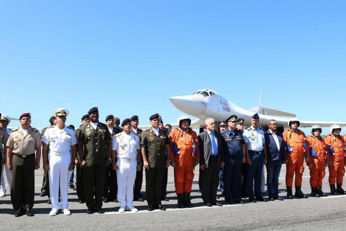 Bombaderos rusos Tu-160 aterrizaron en Venezuela (+FOTOS) DuEjygOW4AAPtqo-680x454