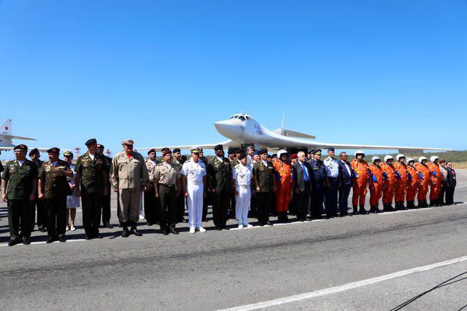 Bombaderos rusos Tu-160 aterrizaron en Venezuela (+FOTOS) DuEqrraWkAA1Vcz-680x453