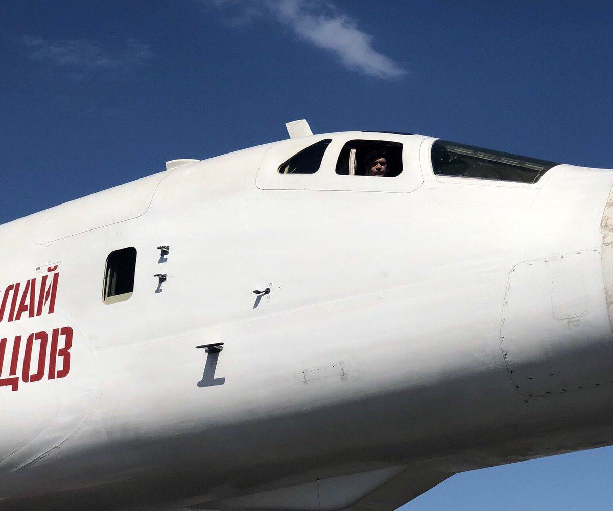 Bombaderos rusos Tu-160 aterrizaron en Venezuela (+FOTOS) DuEr_XLW4AAwP55